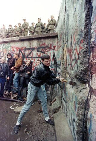 Tear-Down-this-Wall